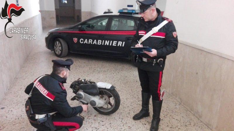 """Moto d'epoca rubate, smontate e rivendute, ritrovato """"centro di stoccaggio"""": denunciato responsabile"""