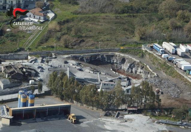 Cava trasformata in discarica abusiva di rifiuti speciali ad Acireale: titolare denunciato – FOTO