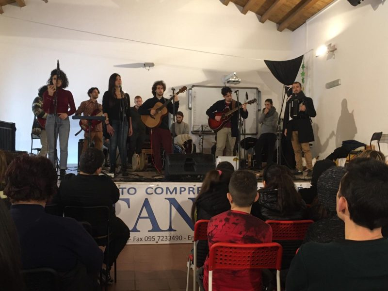 """I.C. Fontanarossa, progetto """"Dare Voce, Musica e Legalità"""": una giornata all'insegna del talento del gruppo Jacaranda"""