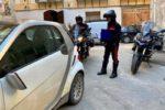 Danneggiano 12 auto in sosta con calci e pugni: denunciati due turisti francesi ubriachi