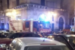 Incendio in balcone, in fiamme impianto di climatizzazione: intervengono i vigili del fuoco