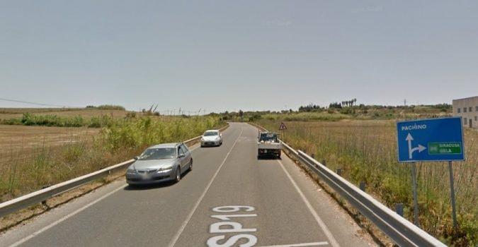 Ennesimo incidente sulla Noto-Pachino, scontro tra due mezzi: diversi i feriti, richiesto l'elisoccorso