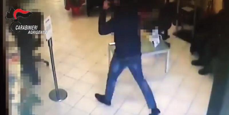 """Rapinano banca e fuggono con un bottino di 50mila euro: """"beccati"""", scattano le manette per i tre malviventi – VIDEO"""
