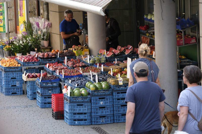 Borseggio al mercato: carabiniere libero dal servizio arresta due persone