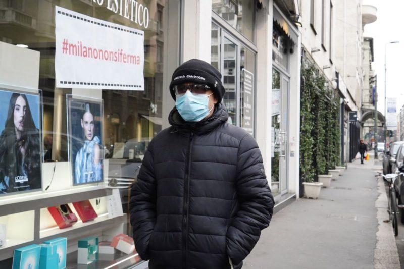 Coronavirus, mascherine e guanti anche tra le mura domestiche: la proposta del virologo Crisanti