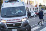 Ha un malore mentre guida, scende dall'auto e si accascia al suolo: uomo stroncato da infarto