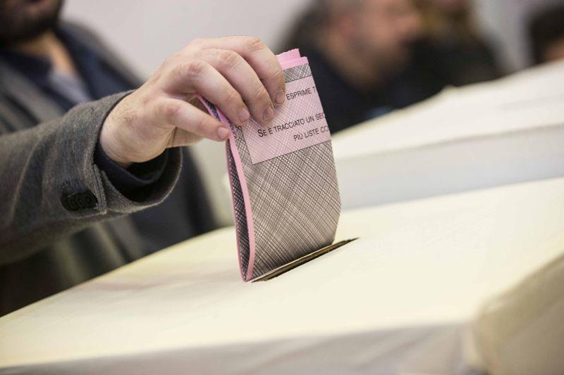 Ballottaggi amministravi in Sicilia: urne aperte fino alle 14, poi lo scrutinio