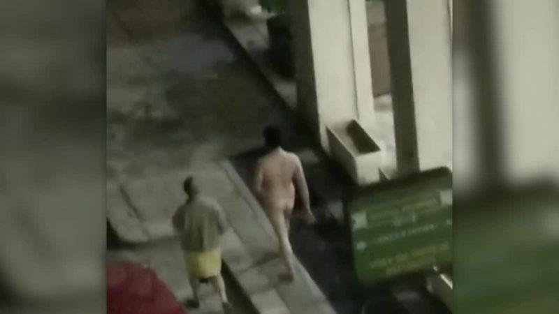 Cosa ci fa un uomo nudo in una strada di Palermo in piena emergenza coronavirus?