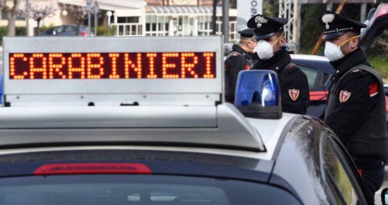 Via Zia Lisa, uomo inveisce contro agenti che gli sequestrano l'auto: era la seconda in due giorni