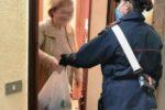 Anziana di 104 anni non riesce a fare la spesa: i carabinieri le portano a casa l'occorrente
