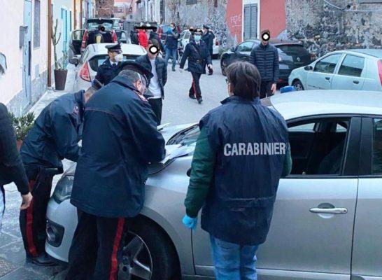 """Coronavirus, a San Cristoforo """"riunione"""" per consumare spinello e balli in strada: 36 denunce"""