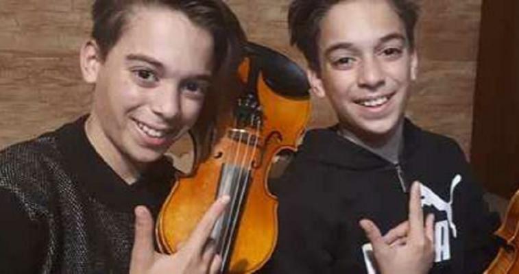 """Geni siciliani del violino, a 12 anni incantano i social suonando """"Viva la Vida"""": apprezzati anche dai Coldplay"""