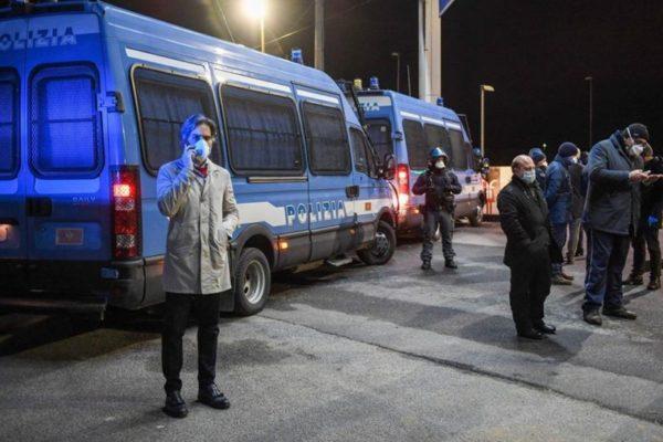 Rientri in Sicilia tra polemiche e appelli, 150 residenti scortati dalle autorità calabresi fino a Messina