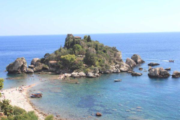 Ancora contagi in Sicilia, positivi dipendenti di due hotel di Taormina: strutture chiuse in via precauzionale