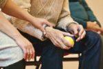 Gli anziani e l'emergenza sanitaria, tra ansie e consapevolezza di essere fragili: si celebra oggi la loro giornata mondiale