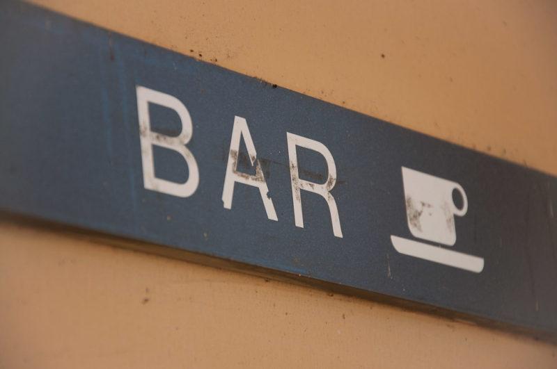 """Rapina con spaccata in un bar di via Roma, arrestati due giovanissimi: """"bottino"""" di soli 100 euro"""