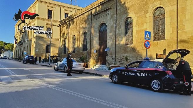 In giro per la città nonostante le misure di contrasto al Coronavirus, pregiudicati sorpresi dai carabinieri