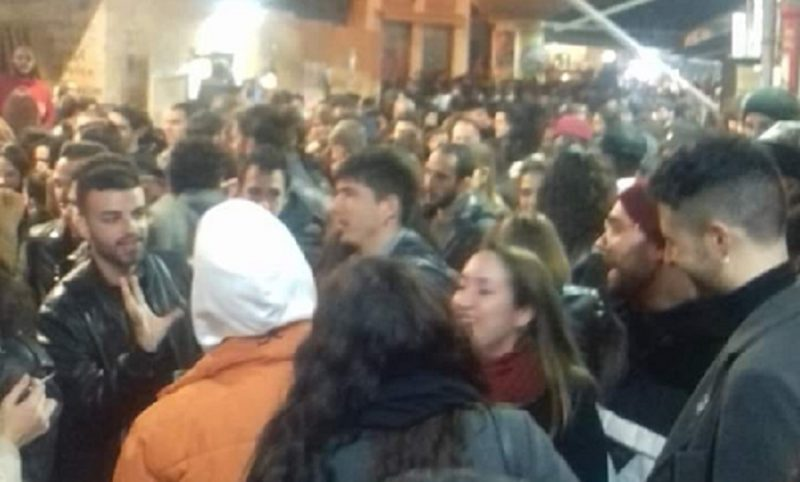 """Coronavirus, Burioni su Twitter rimprovera giovani siciliani a un party: """"L'epidemia non si ferma da sola"""""""