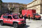 Coronavirus, omaggio vigili del fuoco a operatori sanitari Policlinico Bari