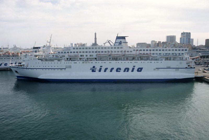Migranti a bordo della Aita Mari, attesa finita: pronti per salire sul traghetto Rubattino