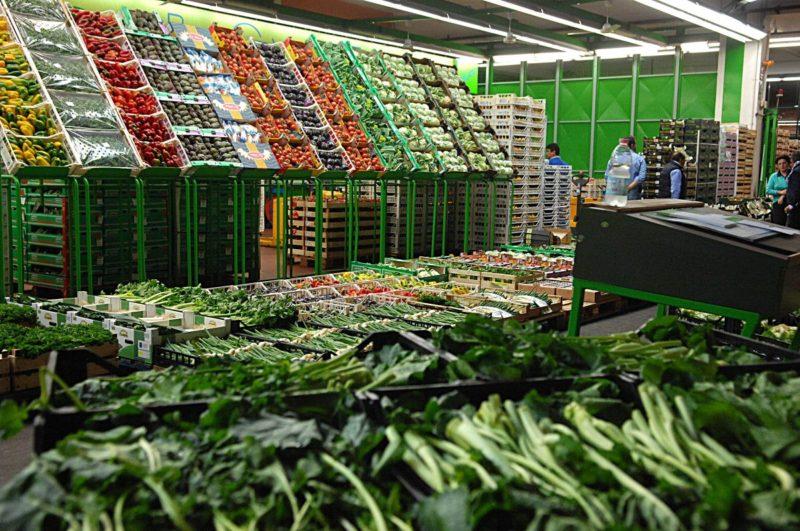 """Dati Istat su inflazione, aumentano i costi per frutta e verdura: """"Nucleo con due figli spende +113,4 euro"""""""