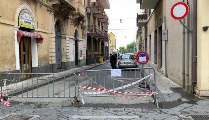 """""""Rischio assembramenti"""", chiude tratto stradale nel Catanese: provvedimento valido fino al 4 maggio"""