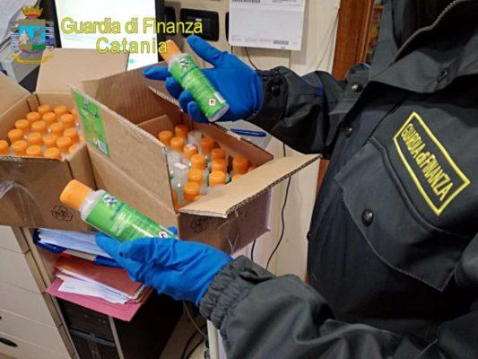 Migliaia di flaconi di gel detergente con etichette ingannevoli, denunciato commerciante all'ingrosso – FOTO
