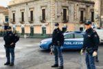 Catania, parrucchiere aperto e barbecue in balcone per 8 studenti: scattano le sanzioni