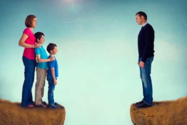 Cassazione: il padre separato che persegue ed assilla la figlia va condannato per stalking