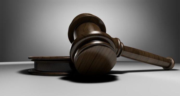"""Panico in Tribunale, durante udienza il marito esclama: """"Mio figlio è positivo"""", la moglie ha un malore"""