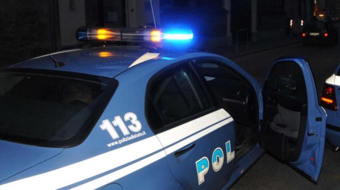 Entra alla biblioteca comunale per rubare ma viene incastrato dalle telecamere: arrestato 26enne