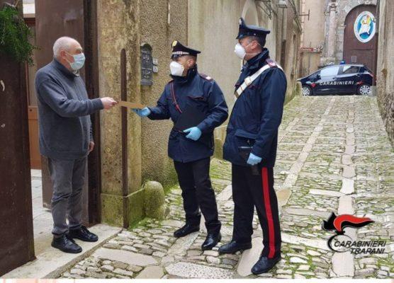 Emergenza Coronavirus, carabinieri consegnano la pensione agli anziani