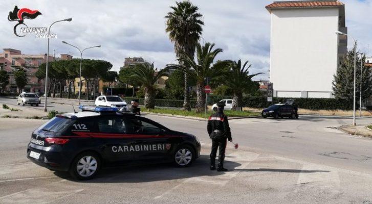 Sorpresi in giro, dentro una paninoteca e in una piazza di spaccio: continuano i controlli dei carabinieri