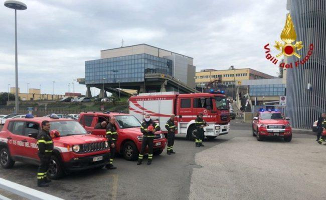 Catania, vigili del fuoco rendono onore a medici e sanitari: visita al Policlinico e al Cannizzaro – FOTO e VIDEO