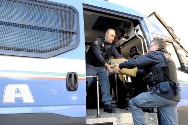 Polizia di Stato sempre più solidale: donati giocattoli, computer e uova ai bambini