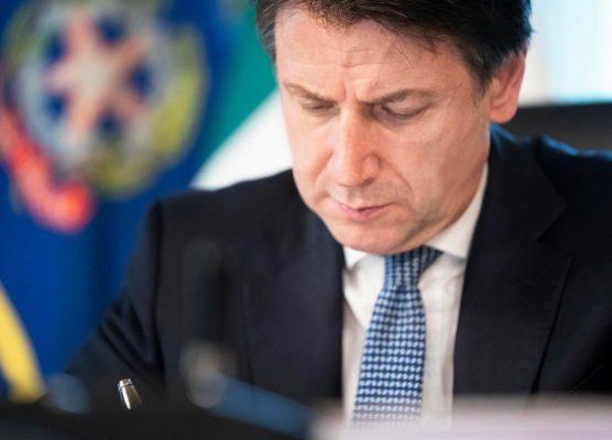 """Italia divisa in tre fasce di rischio, Conte avverte: """"Rifiutarle ci porta a sbattere contro il lockdown"""""""