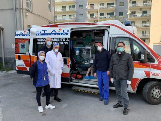 Catania, un sorriso all'ospedale Garibaldi: 75enne positiva al Coronavirus guarisce dopo due settimane di ricovero