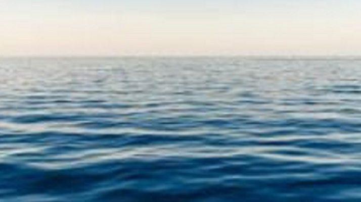 Litiga col padre e si allontana di casa tuffandosi in mare: 16enne salvata dagli agenti