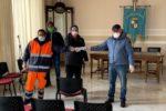 Operatori ecologici del Catanese donano i propri buoni pasto alle famiglie bisognose