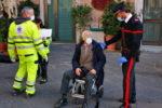 Catania, anziano esce di casa per prelevare soldi ma sviene in piazza Università: soccorso da carabinieri e 118