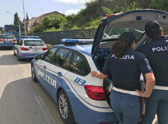 Catanese beccato sulla Strada Statale 575 con un'auto rubata: deferito per ricettazione