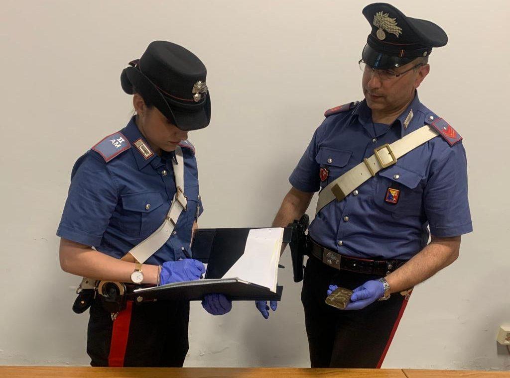 Carabinieri gli impongono l'alt sulla A19 e scoprono droga in auto: arrestato 25enne