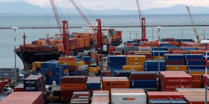 Corruzione e traffico di rifiuti al porto di Salerno, 69 misure