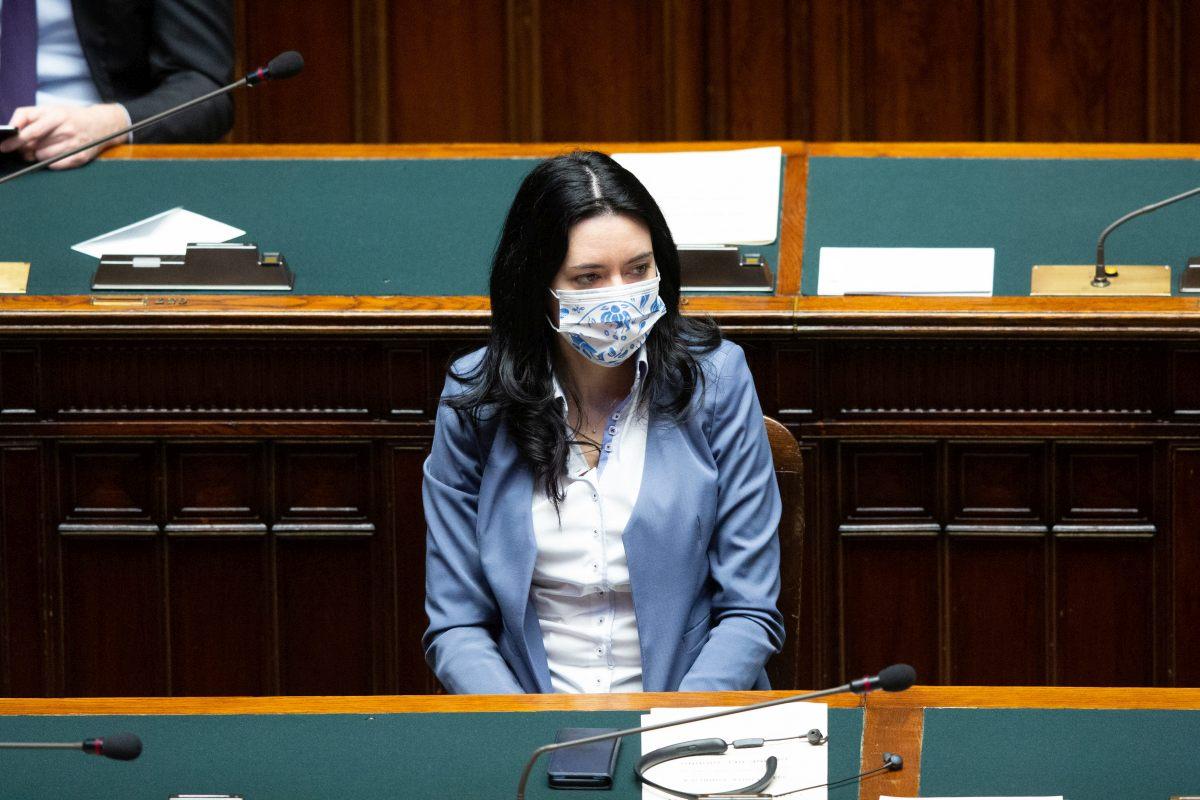 Coronavirus, in quasi tutta Italia ritorno tra i banchi di scuola posticipato: l'ira della ministra Azzolina