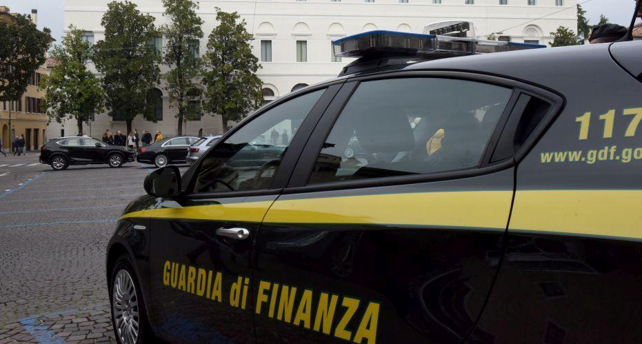 Operazione antidroga, tre giovani nei guai: sequestrati migliaia di euro e auto