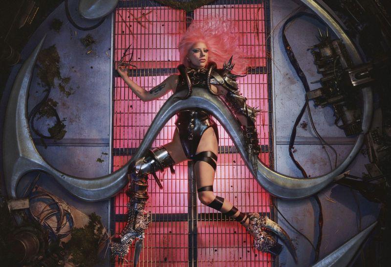 """Lady Gaga torna con il nuovo album """"Chromatica"""""""
