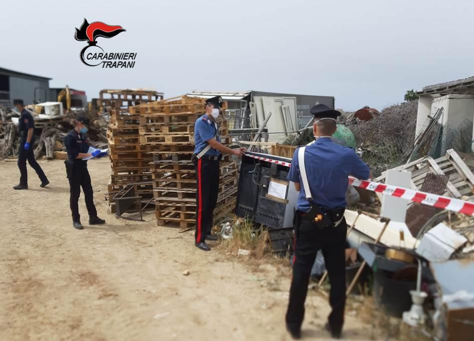 Terreno trasformato in discarica abusiva di rifiuti pericolosi: denunciato 51enne