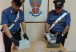 Cocaina, marijuana, crack e armi in casa: pregiudicato arrestato dai carabinieri