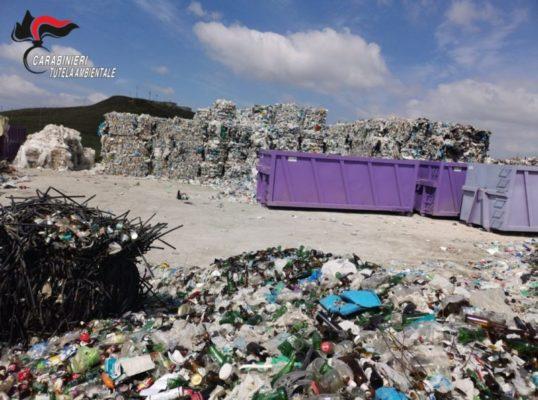 Aree adibite a deposito incontrollato di rifiuti, disposto sequestro: una denuncia – FOTO