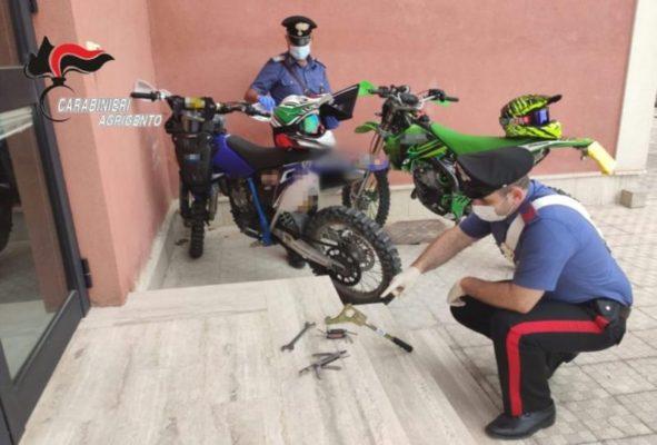 Sorpresi a rubare materiale ferroso e bombole in un capannone: arrestati due giovani